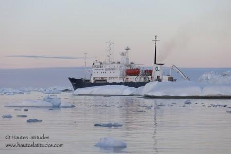 Navire de croisière expédition au Groenland